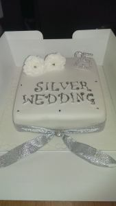 Silver wedding cake - quote Celebration 360